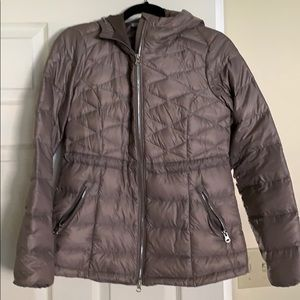 Athleta light weight hooded puffy jacket